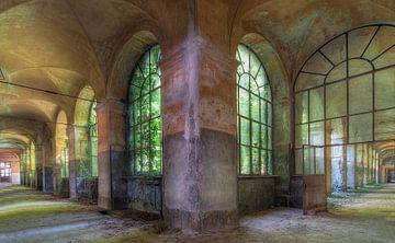 Verlaten hospital in Italië van Truus Nijland