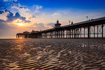 uitzicht op de pier van Blackpool kort voor zonsondergang van gaps photography