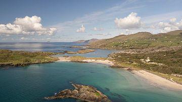 Derrynane Beach bij de Ring of Kerry in Ierland van Robin Jongerden