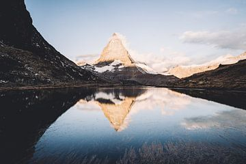 Matterhorn, de bekendste bergtop in Zermatt Zwitserland van Tom in 't Veld