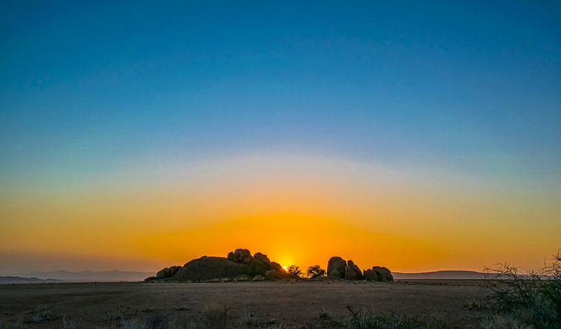 Ondergaande zon in de Namib woestijn, Namibië van Rietje Bulthuis