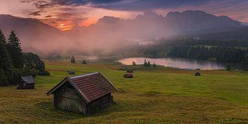 Panoramafoto van een zonsopkomst aan de Geroldsee