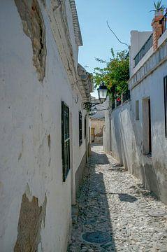 enge Gasse, Andalusien von Hanneke Bantje