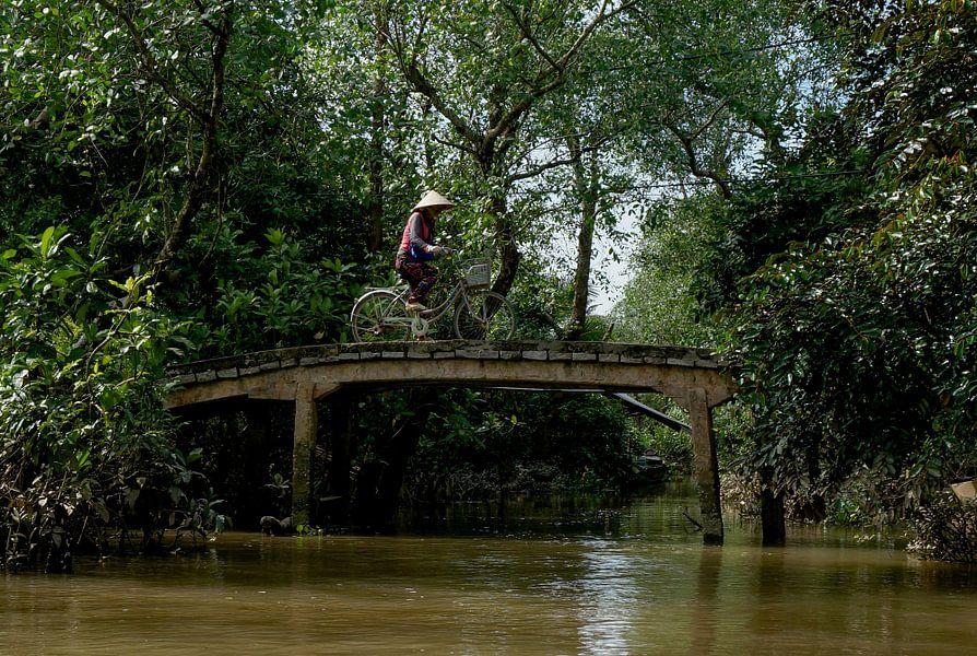 Brugje  over de Thu Bon rivier van Joris Pannemans