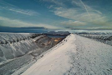 Longyearbyen gefotografeerd vanaf de berg Sarkofagen van Kai Müller