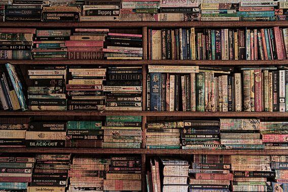 de boekenkast van Yvonne Blokland