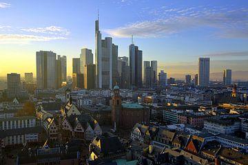 Frankfurt bij zonsondergang van Patrick Lohmüller
