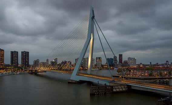 Rotterdam, Erasmusbrug bij schemering