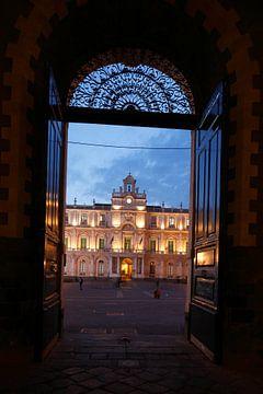 Blick durch Torbogen des Siculorum Gymnasium auf die Universit�t, Universita Degli Studi Di Catania,