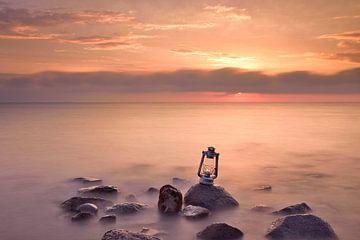 Lantaarn bij zonsopkomst van John Leeninga