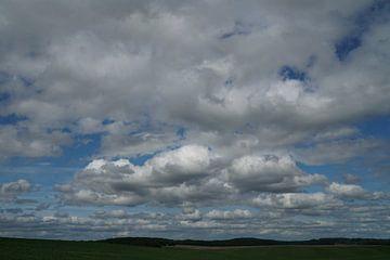 wolkenlandschap van Karin in't Hout