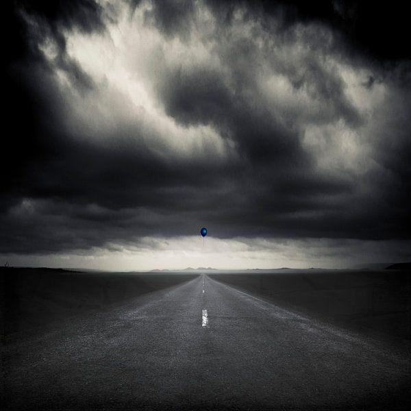 Blue Balloon van Dirk Wüstenhagen