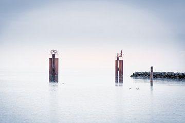 At the beach II - Hafendalben von Sabine Wagner