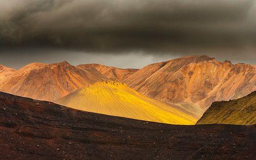 Landschap met vulkaan op IJsland van