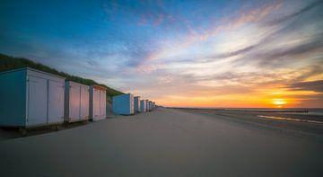 Sonnenuntergang Strandhütten Oostkapelle von Roelof Nijholt