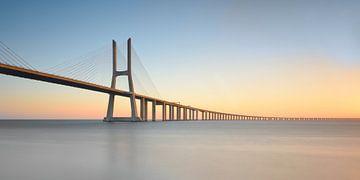 Ponte Vasco da Gama - Modern Lissabon van Rolf Schnepp