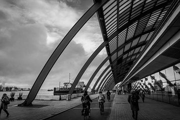 Het busstation van Amsterdam centraal von Mike Bot PhotographS
