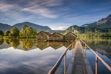 See mit Bergpanorama im Voralpenland in Bayern von Voss Fine Art Photography