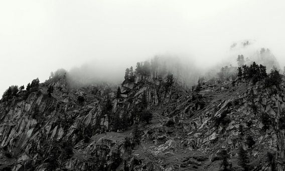 Mistige bergen van Marlies van den Hurk Bakker