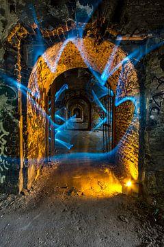 Doorgang in oranje en blauw von Steven Langewouters