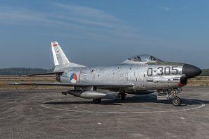 """North American F-86K """"Kaasjager"""" tentoongesteld op het platform van het Nationaal Militair"""
