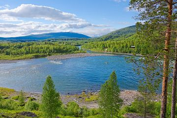 Scandinavische charme - de rivier Målselva in Noord-Noorwegen van Gisela Scheffbuch