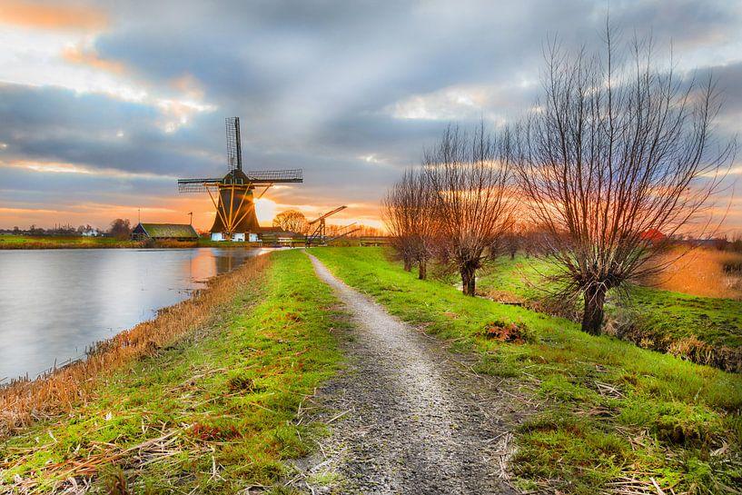Moulin à vent dans le paysage néerlandais au coucher du soleil à Abcoude sur Jan van Dasler