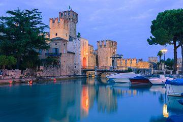 Rocca Scaligera, Sirmione, Gardameer, Italie van Henk Meijer Photography