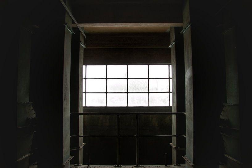 Een verlaten raam in een verlaten fabriek von Melvin Meijer