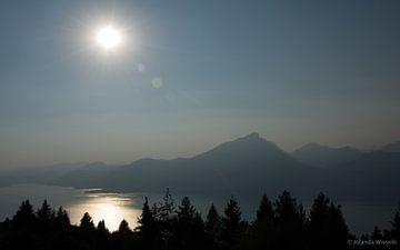 Sun and mountain  van Jolanda Wisselo