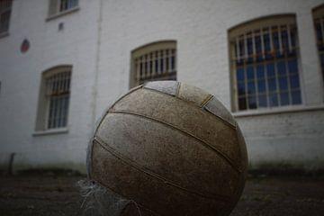 Achtergebleven voetbal in gevangenis van jordy van der horst