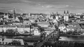 Een zwart-wit foto van een avond in Würzburg
