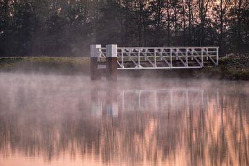 Mistige morgen bij het kanaal van Wouter Bos