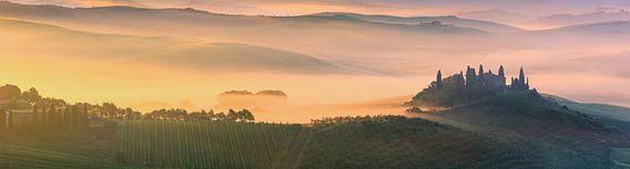 Zonsopkomst bij Belvedere in de Toscane, Italië