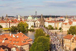 Praag met Karelsbrug en de oude binnenstad