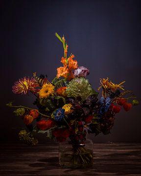 Blumen in Glasvase von Hermen Buurman