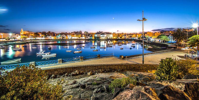 De oude haven van Arrecife, Lanzarote, Canarische Eilanden. van Harrie Muis