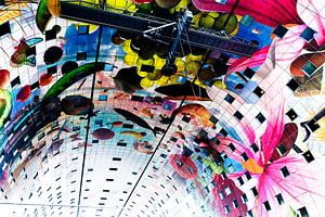 Prachtig, kleurrijk plafond van de Markthallen in Rotterdam van
