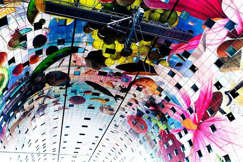 Prachtig, kleurrijk plafond van de Markthallen in Rotterdam van Marcia Kirkels