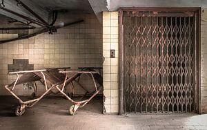 Lift in een verlaten stroopfabriek