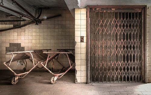 Lift in een verlaten stroopfabriek van