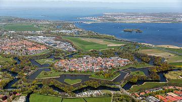 Luftaufnahme Naarden, Festung Naarden und die Gooi-Seen von aerovista luchtfotografie