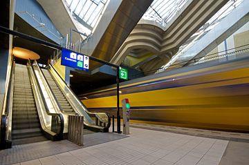 Voorbijrazende intecity station Blaak van Remco Swiers