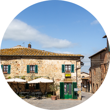 Pleintje in een Toscaans dorp van Mickéle Godderis