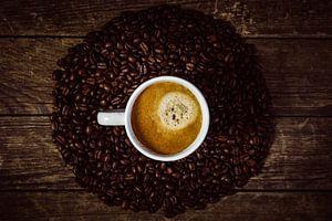 Kopje koffie met koffiekrans