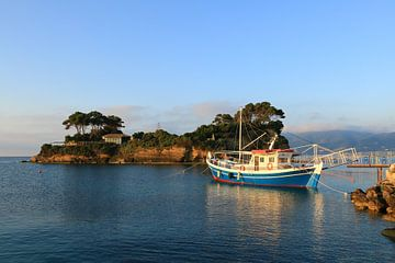 Boot am Anlegesteg, Kamöeninsel, Zakynthos, Griechenland von FotoBob