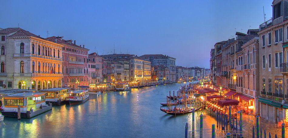 Grand Canal Venetie in de schemer