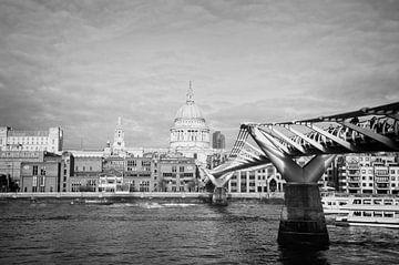 Blick auf den Fluss und die Saint Paul Cathedral von Arjen van de Belt