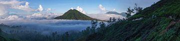 Panoramisch uitzicht vanop de Kawa Ijen vulkaan van