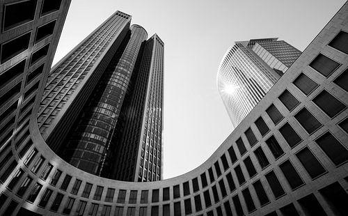 Abstracte gebouwen in ZwartWit, Frankfurt van Cynthia Hasenbos